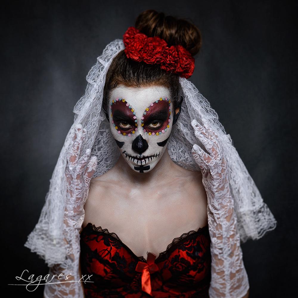 chica maquillada como catrina en foto para halloween realizada por el fotógrafo de barcelona josé luis lagares